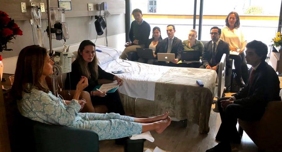 Vicepresidenta colombiana se reúne con su equipo mientras se recupera de accidente doméstico