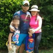 Sergio Carreño Plata y Luz Adriana Salazar con sus dos hijos