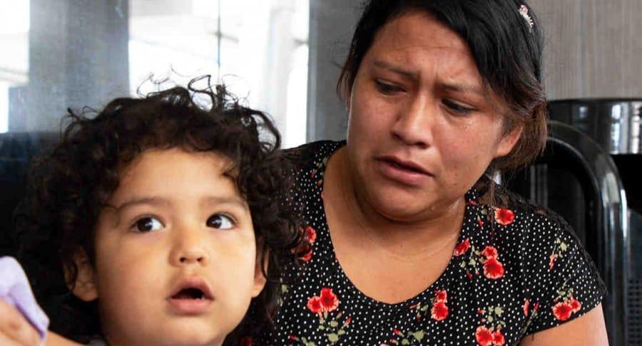 Niño rechaza a su madre al reencontrarse con ella