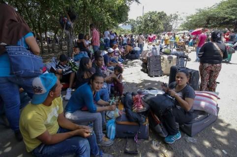 Venezolanos en el puente Simón Bolívar