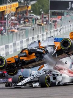 Fernando Alonso chocó durante el inicio del GP de Bélgica