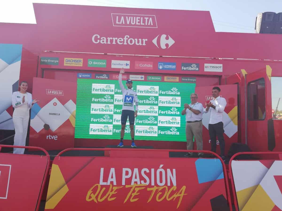 Alejandro Valverde con la camiseta blanca de la clasificación combinada