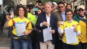 Angélica Lozano, Antanas Mockus y Claudia López (izq. a der.) en votaciones a consulta anticorrupción