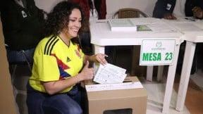 Angélica Lozano votando