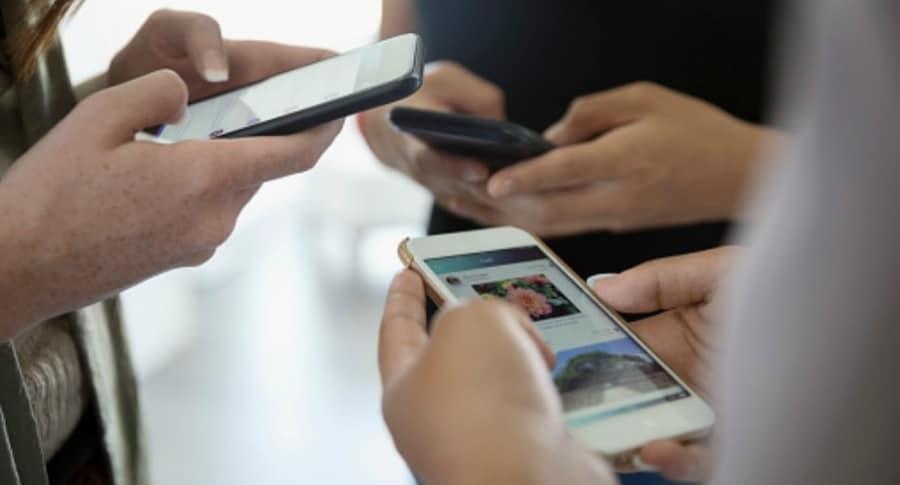 Chateando en el celular