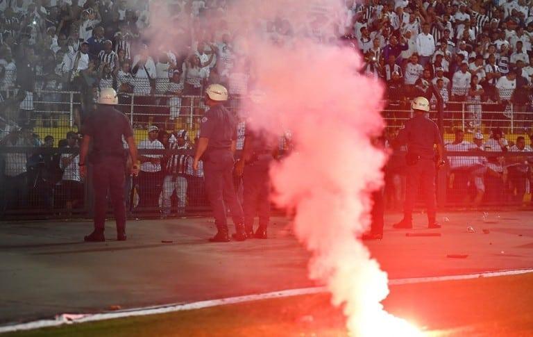 Percance en el partido de Santos vs Independiente