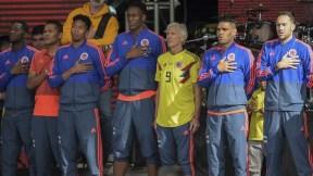 Jugadores de la Selección Colombia junto a Pékerman