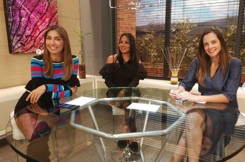 Adriana Betancur y Laura Acuña, presentadoras.