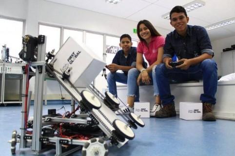 Bryant Hernández, Natalia Charry y Omar García. Team Colombia.