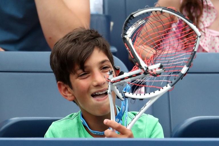 Niño recibió la destrozada raqueta de Thiem