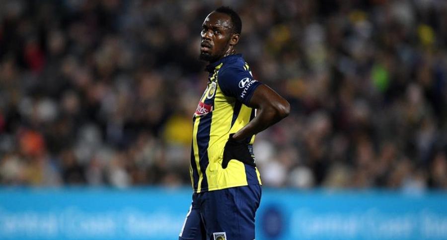 Usain Bolt en su debut como futbolista profesional