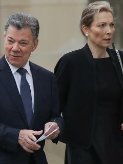 Juan Manuel Santos y María Clemencia de Santos, en funeral de John McCain