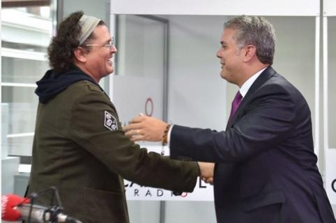 Carlos Vives, cantante, e Iván Duque, presidente de Colombia.