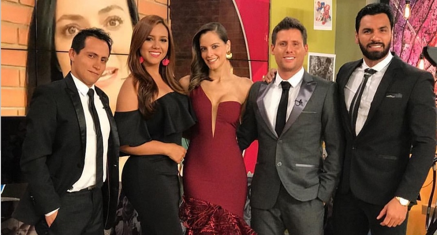 Tatiana Franco y Laura Acuña, con algunos de sus compañeros de 'Muy buenos días'.