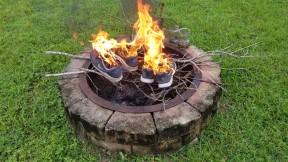 Tenis Nike en llamas