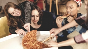 Comiendo pizza