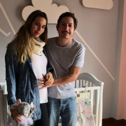 Alejandro Riaño, comendiante, y su pareja María Manotas.