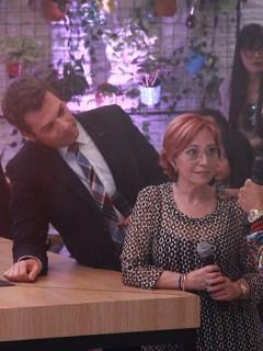Iván Lalinde y Yaneth Waldman, presentadores, con Pipe Calderón, cantante.