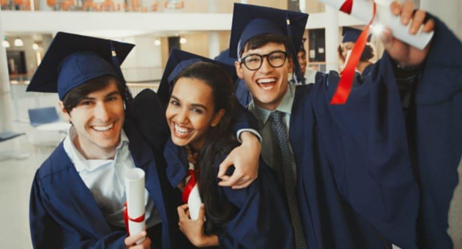 Universitarios graduados