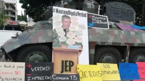 Plantón contra el general (r) Mario Montoya