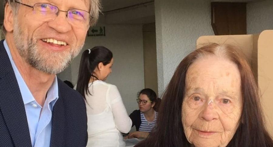 Antanas Mockus y su mamá