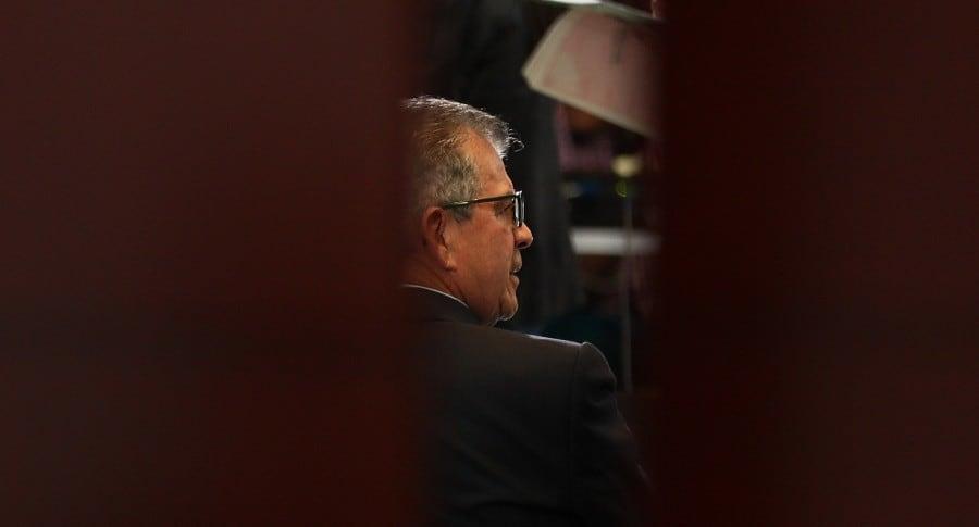 Excomandante del Ejército de Colombia se presenta ante tribunal de paz