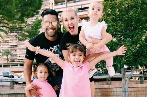 Falcao García, futbolista, y Lorelei Tarón, cantante, con sus hijas Dominique, Desirée y Annette.
