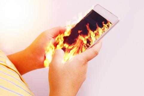 Celular en llamas