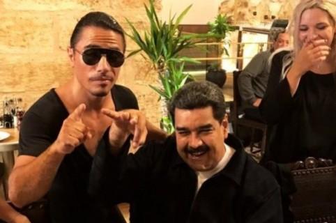Nusret Gökçe y Nicolás Maduro