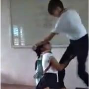 Estudiante golpea a compañera.