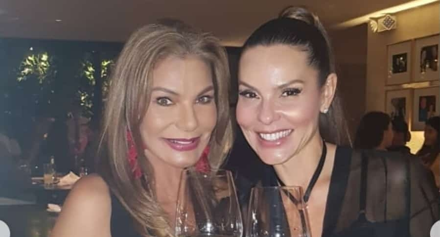 María Mónica Urbina y Paula Andrea Betancur, exreinas.