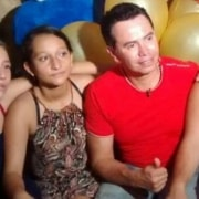 Familia de quinciañera y Jhonny Rivera