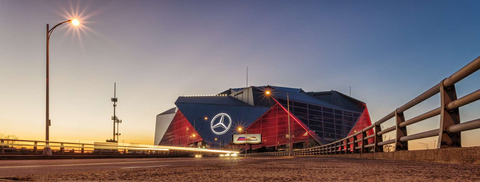 Mercedes Benz Stadium, de noche