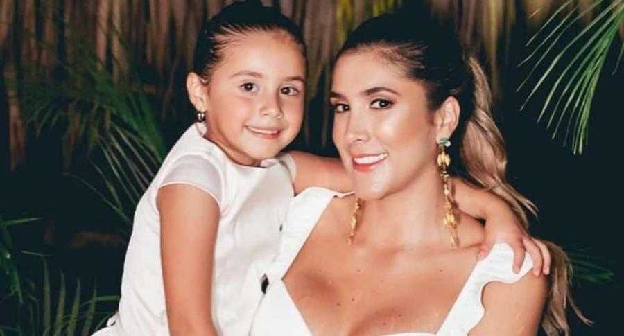 Daniela Ospina, modelo, con su hija Salomé.