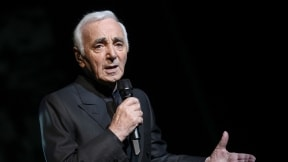 Charles Aznavour, cantante.