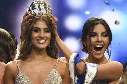 Valeria Morales, Señorita Colombia 2018, y Laura González, exreina.