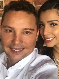 Giovanny Ayala, cantante, con su esposa Andrea Díaz.