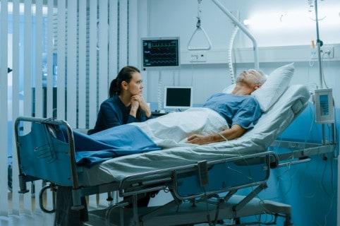 Hombre en hospital