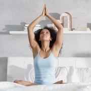 Yoga en la cama