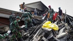 Ascienden a 1.424 los muertos por el seísmo y el tsunami en Indonesia