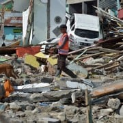 Búsqueda de víctimas en Indonesia