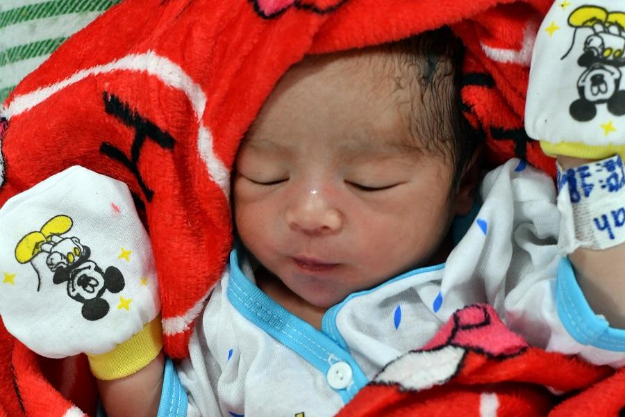Bebé que nació en el barco.