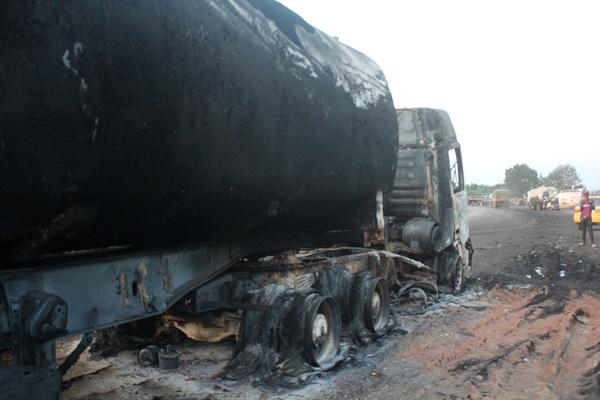 Camión cisterna que explotó en accidente de tránsito.