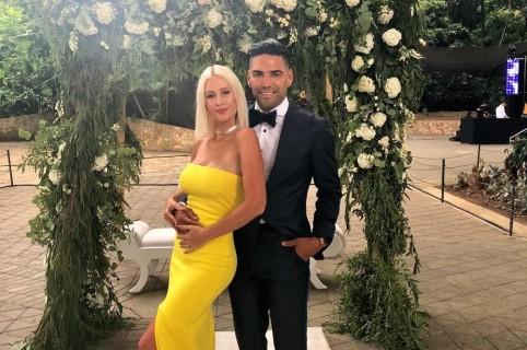Falcao García, futbolista, con su esposa Lorelei Tarón, cantante.