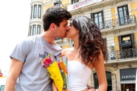 Gingivitis se contagia por un beso