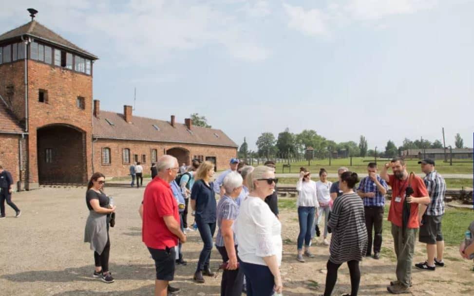 Hinchas y trabajadores del Chelsea en Auschwitz