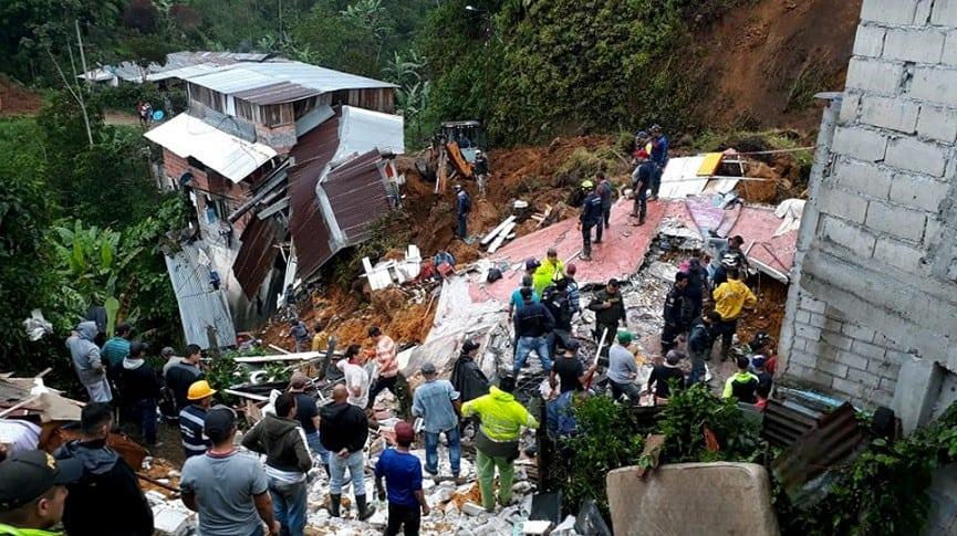 Asciende a 11 cifra de muertos por deslizamiento en el centro de Colombia