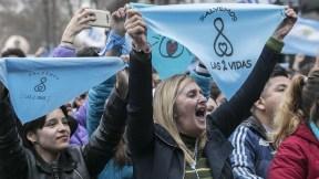 Activistas ccontra la legalización del aborto.