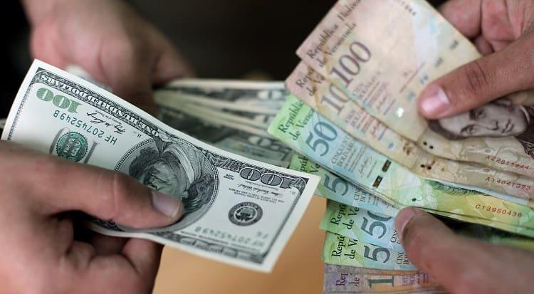 Dólares y bolívares