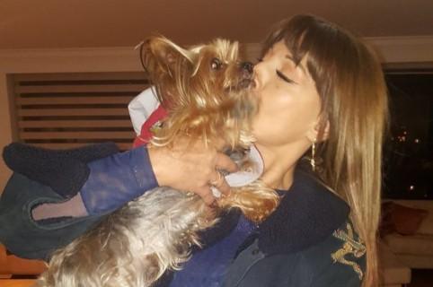 Amparo Grisales con su perro Tango